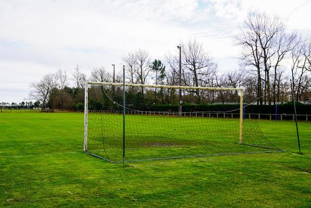 Echtes fußball-fußballtorfeld für sportliches aktivitätskonzept der sportausbildungsschule