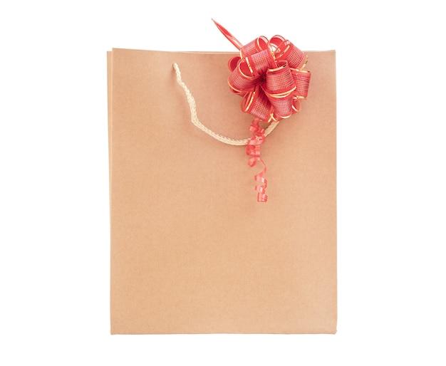 Eco corton tasche mit rotem geschenkbogen auf weißem hintergrund isolieren