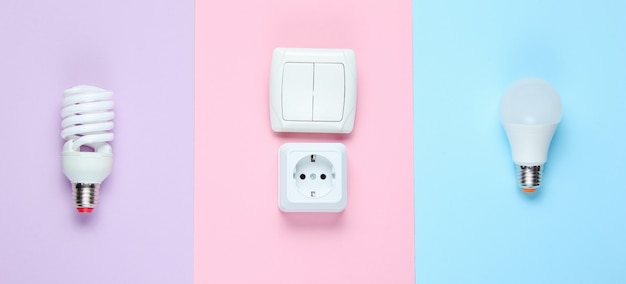 Economy glühbirne, elektrischer stecker, schalter. draufsicht. minimalismus elektro-consumer-konzept