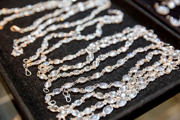Edelstein-sammlung nahaufnahme, ceylon-schätze. sri lanka kostbare juwelen