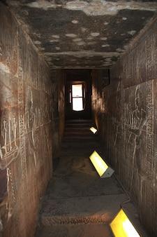 Edfu tempel auf dem nil in ägypten