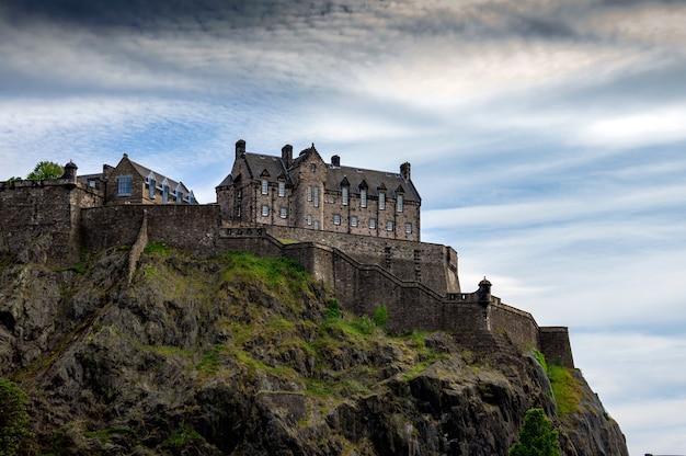 Edinburgh castle an einem sonnigen tag