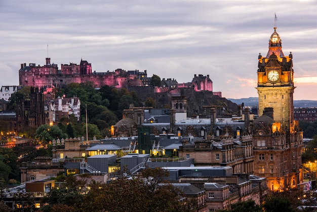 Edinburgh-stadtskyline nachts