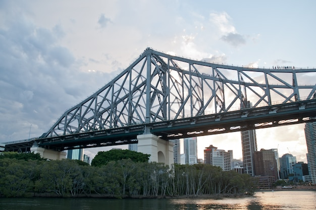 Editorial: story bridge am frühen morgen in der nähe des kangaroo point-aussichtspunkts queensland australia