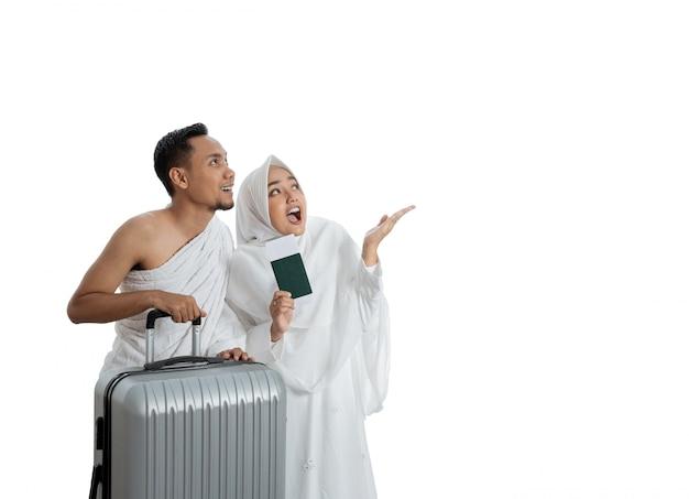 Ehefrau und ehemann muslimischer paare bereit für hajj Premium Fotos