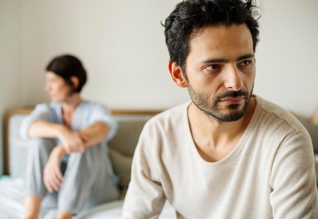 Ehemann und frau, die einen streit haben
