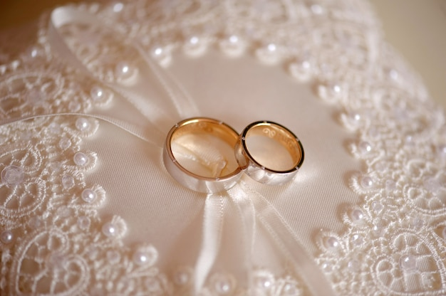 Eheringe für die verlobung von braut und bräutigam