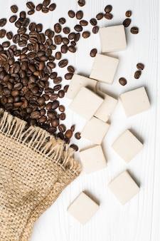 Eibisch, kaffeebohnen und sackleinen