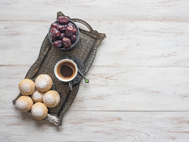 Eid muslimischer süßer kahk. arabische süßigkeiten für ramadan und eid.