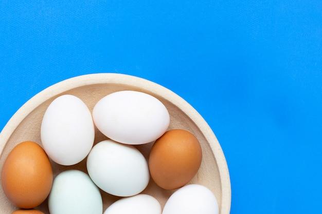 Eier auf blau.