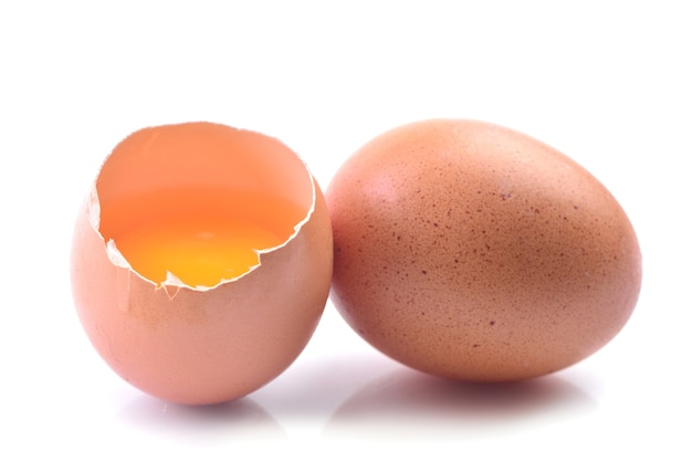 Eier auf einem weißen hintergrund