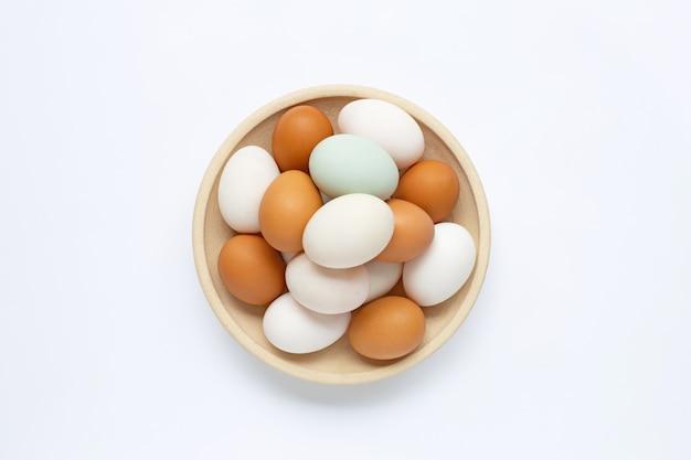 Eier auf weiß