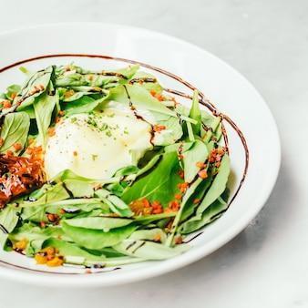 Eier benedict salat
