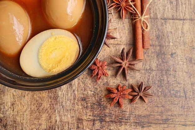 Eier in brauner sauce