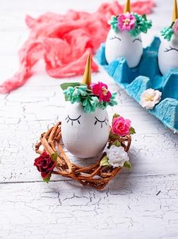 Eier in form eines einhorns.