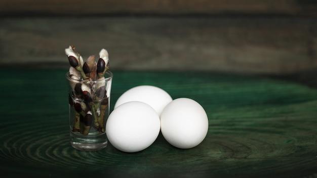 Eier und weiden. seitenansicht