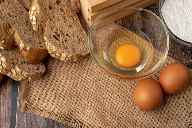 Eier zum backen auf dem sack
