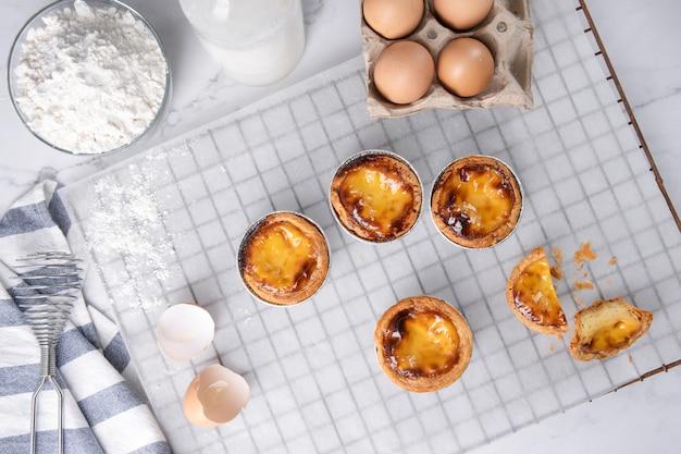 Eierkuchen, traditionelles portugiesisches dessert, pasteis de nata portugiesische vanillepuddingkuchen.