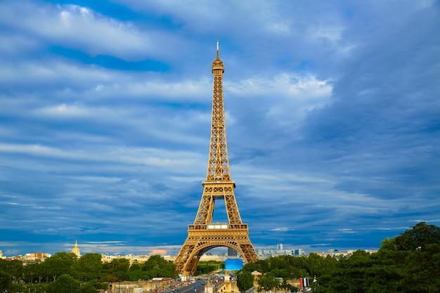 Eiffelturm bei sonnenuntergang paris frankreich