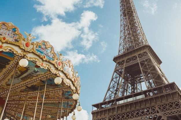 Eiffelturm und karussell