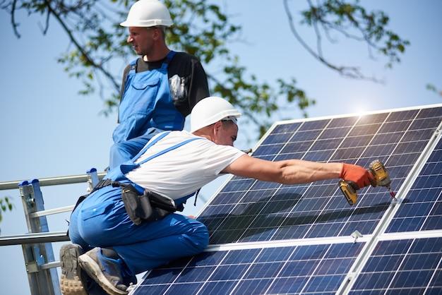 Eigenständige installation eines solarpanelsystems, erneuerbare grüne energie