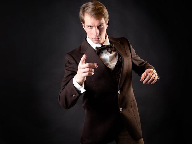 Ein abenteurer, ein charakter in einer geschichte im steampunk-stil. intelligenter herr