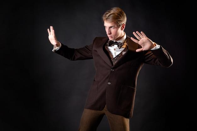 Ein abenteurer ein charakter in einer steampunkstyle-geschichte intelligenter gentleman