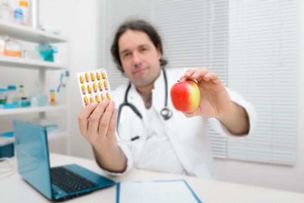 Ein apfel als gesunde alternative zu pillen