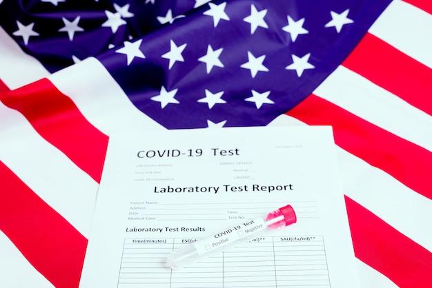 Ein auf viruspandemien spezialisierter labortest wie covid-19 untersucht das blut kranker amerikanischer patrioten.