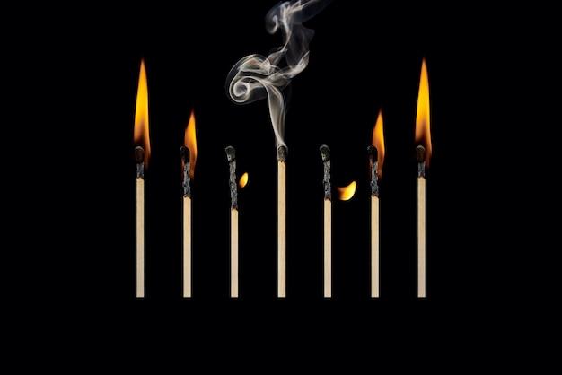 Ein ausgestorbenes match in einer gruppe von brennen entspricht dem konzept der emotionalen burnout-worklife-balance