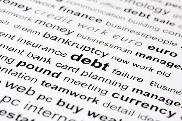 Ein bild von ähnlichen schlüsselwörtern, die sich auf schulden konzentrieren, mit umgebenden wörtern in und außerhalb des fokus