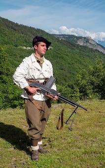 Ein französischer berginfanterist während des zweiten weltkriegs