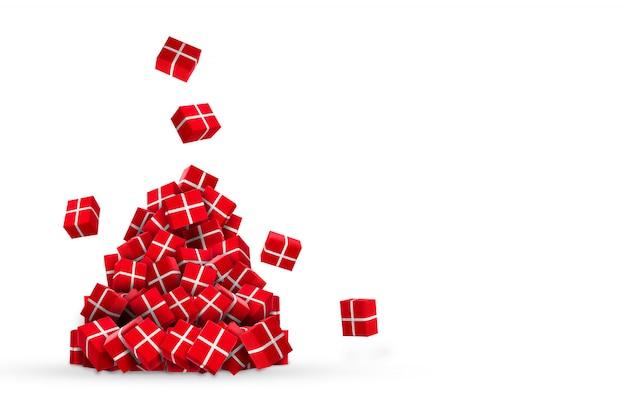 Ein ganzer berg der roten geschenke des neuen jahres, die von der decke auf weiß fallen