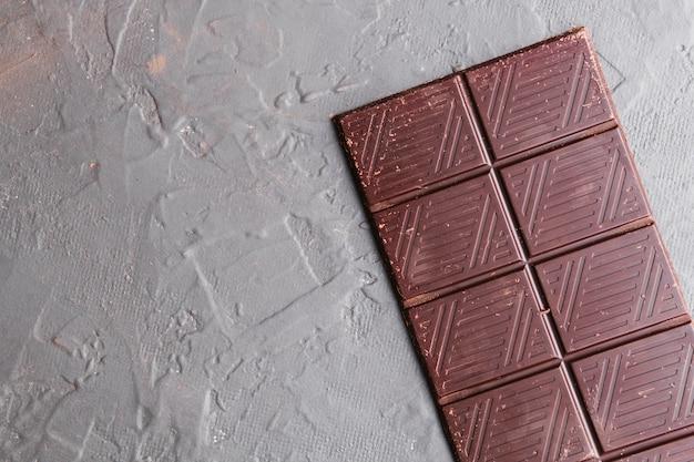 Ein ganzer block dunkler schokolade