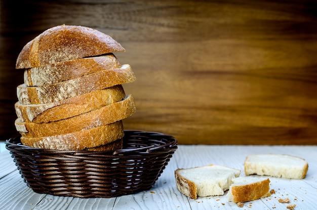 Ein geschnittener pain de campagne au levain