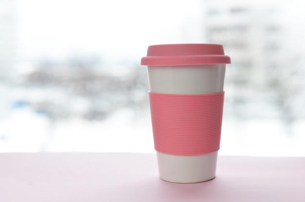 Ein glas für ein heißes getränk lattekaffee