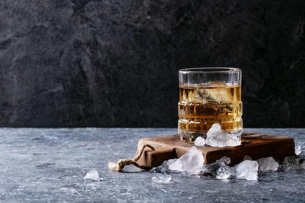 Ein glas irish whiskey