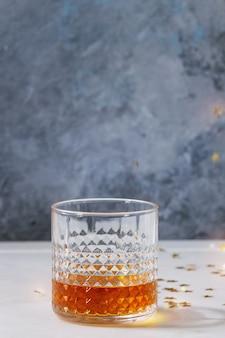 Ein glas whiskey