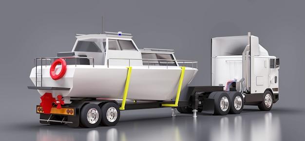 Ein großer weißer lkw mit einem anhänger zum transportieren eines bootes auf einer grauen oberfläche