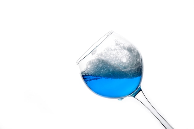 Ein hauch von einem trendigen blauen wein.