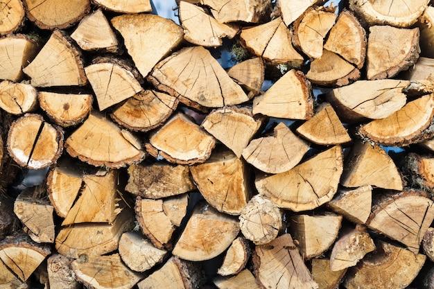 Ein haufen brennholz. holz textur hintergrund