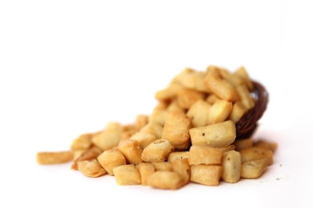 Ein haufen gesalzener gemischter snacks, namak pare, hintergrund.