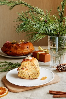 Ein hausgemachter teekuchen als traditioneller weihnachtsgenuss