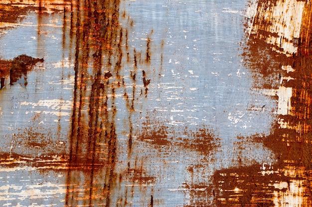 Ein hintergrund von abblätternder farbe und rostigem altem metall