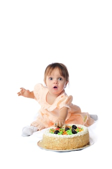 Ein jahr baby, isoliert auf weiß, geburtstagsserie mit kuchen