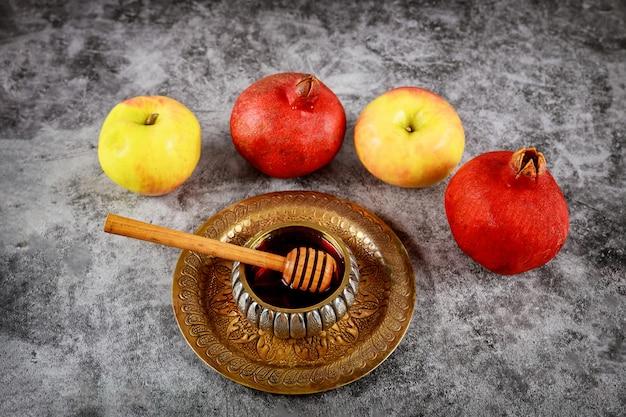 Ein jüdisches neues jahr mit honig für den apfel- und granatapfelfeiertag der jüdischen gebete von rosh ha shana