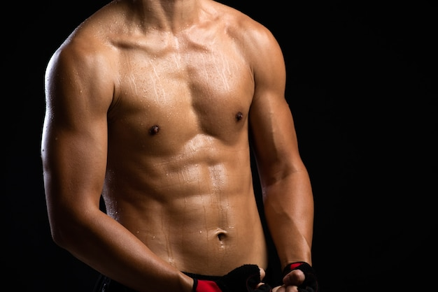 Ein kraft-fitness-body man