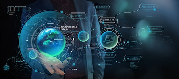 Ein mann hält eine projektion des planeten mit infografikdaten in seiner handfläche. Premium Fotos