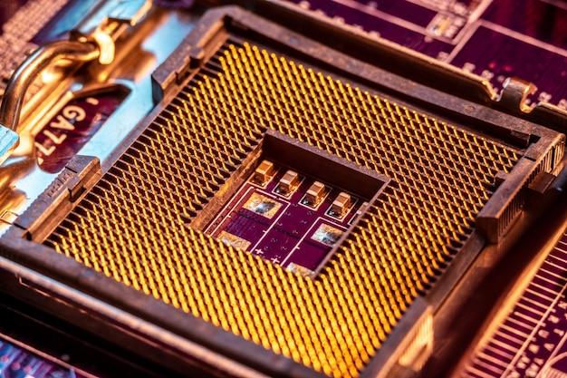 Ein moderner chipsatz ohne chip im motherboard. sockel für den prozessor