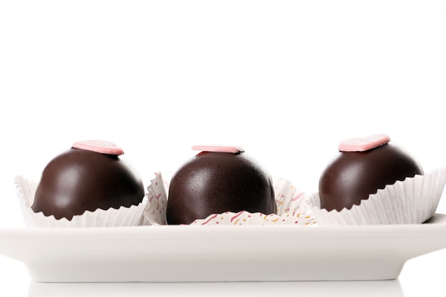 Ein nachtischfruchtkuchen mit schokolade